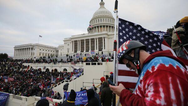 Sostenitori di Trump protestano a Washington  - Sputnik Italia