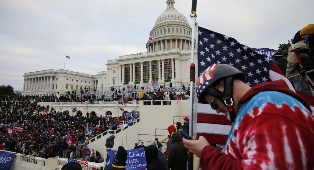 Sostenitori di Trump protestano a Washington