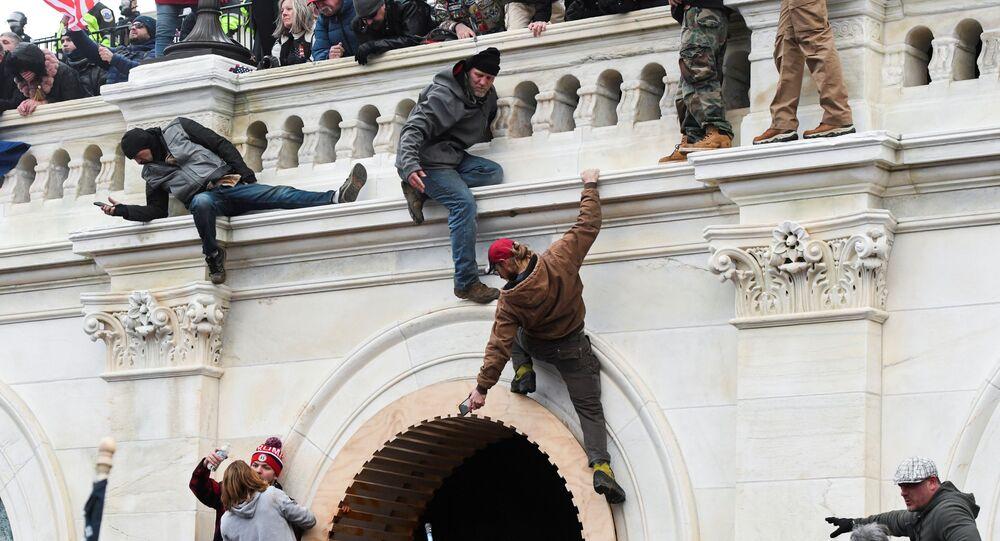 I sostenitori del presidente in carica Donald Trump prendono d'assalto il Campidoglio, Washington, USA.