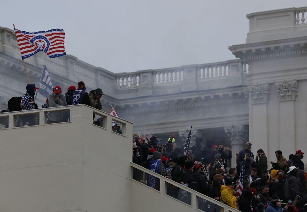 I manifestanti organizzano una protesta vicino al Campidoglio a sostegno del presidente in carica Donald Trump, Washington, USA.