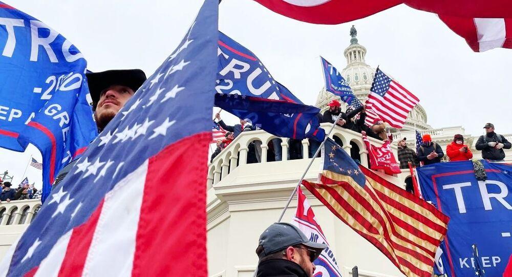 I sostenitori del presidente in carica Donald Trump partecipano a una manifestazione vicino al Campidoglio, USA.