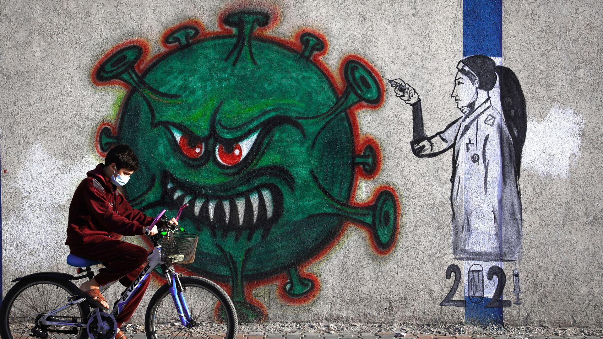 Граффити с изображением медсестры, вводящей вакцину против COVID-19, в городе Газа - Sputnik Italia, 1920, 25.06.2021