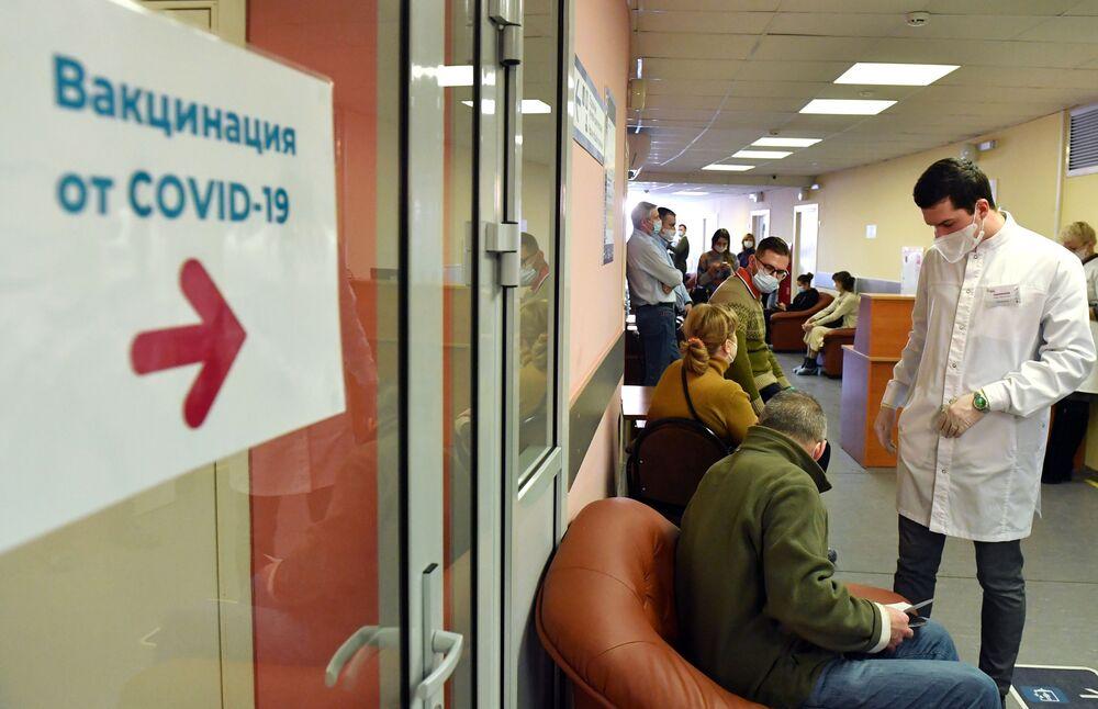 La vaccinazione delle persone oltre i 60 anni a Mosca, Russia.