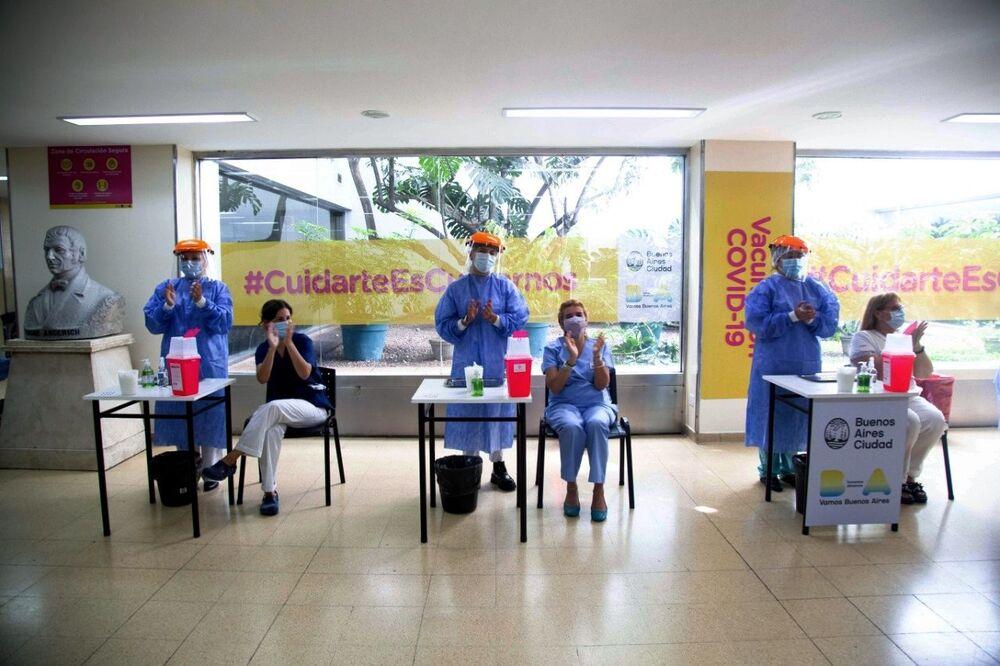 Vaccinazione con il vaccino russo Sputnik V a Buenos Aires, Argentina.