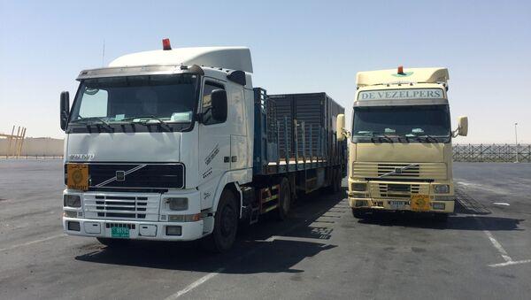 I camion ad Abu Samra, confine tra Arabia Saudita e Qatar - Sputnik Italia