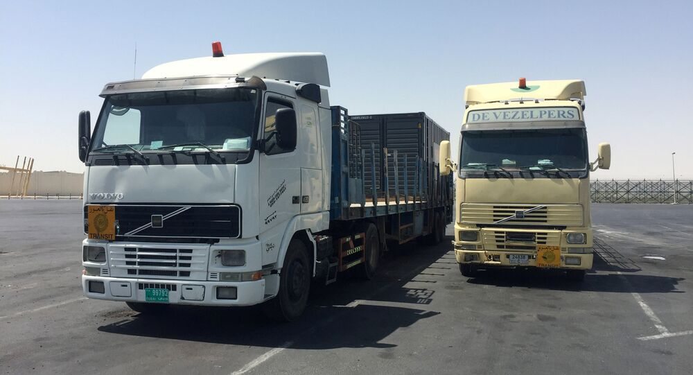 I camion ad Abu Samra, confine tra Arabia Saudita e Qatar