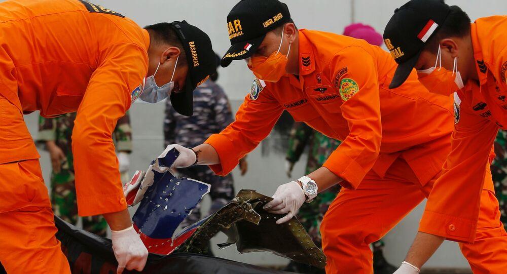 I resti dell'aereo indonesiano