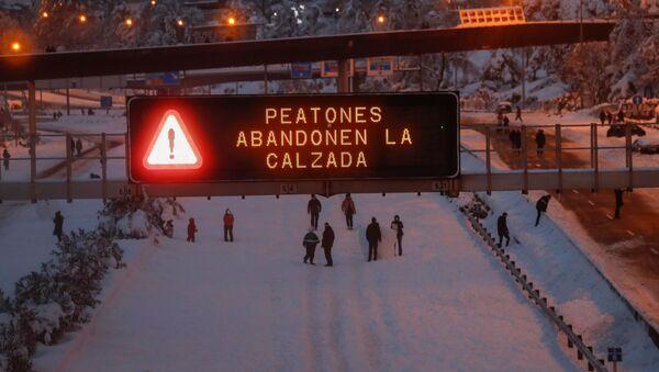 Traffico bloccato causa nevicate a Madrid - Sputnik Italia