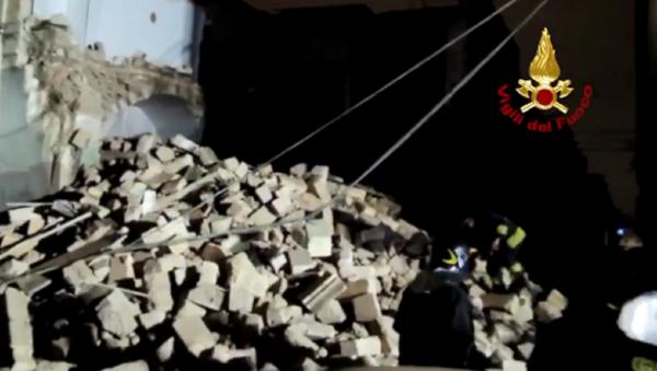 Crollo di una palazzina a Modugno - Sputnik Italia
