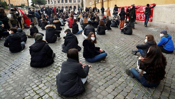 Le proteste a Roma contro la scuola online - Sputnik Italia