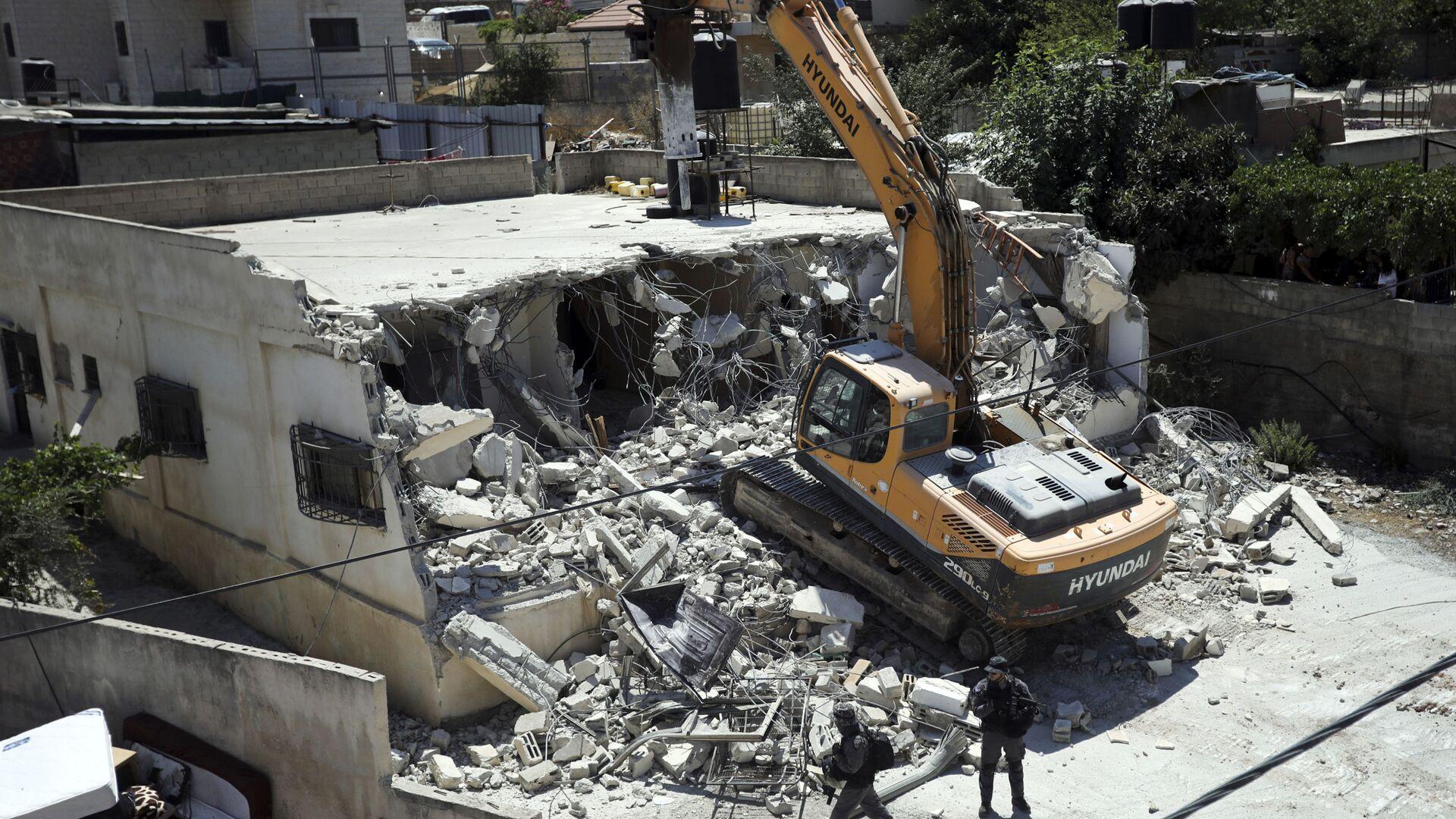 Mezzi israeliani demoliscono una casa di proprietà palestinese a Gerusalemme Est - 21 agosto 2019 - Sputnik Italia, 1920, 29.06.2021