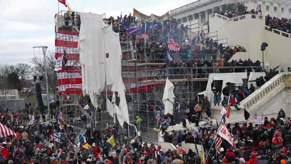 A mob of supporters of U.S. President Donald Trump storm the U.S. Capitol Building in Washington, U.S., January 6, 2021. Picture taken January 6, 2021. - Sputnik Italia