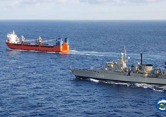 Nave mercantile russa Adler e nave greca F-459 Adrias