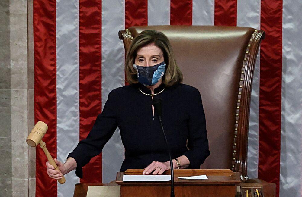 Nancy Pelosi durante il voto per mettere sotto accusa il presidente degli Stati Uniti Donald Trump