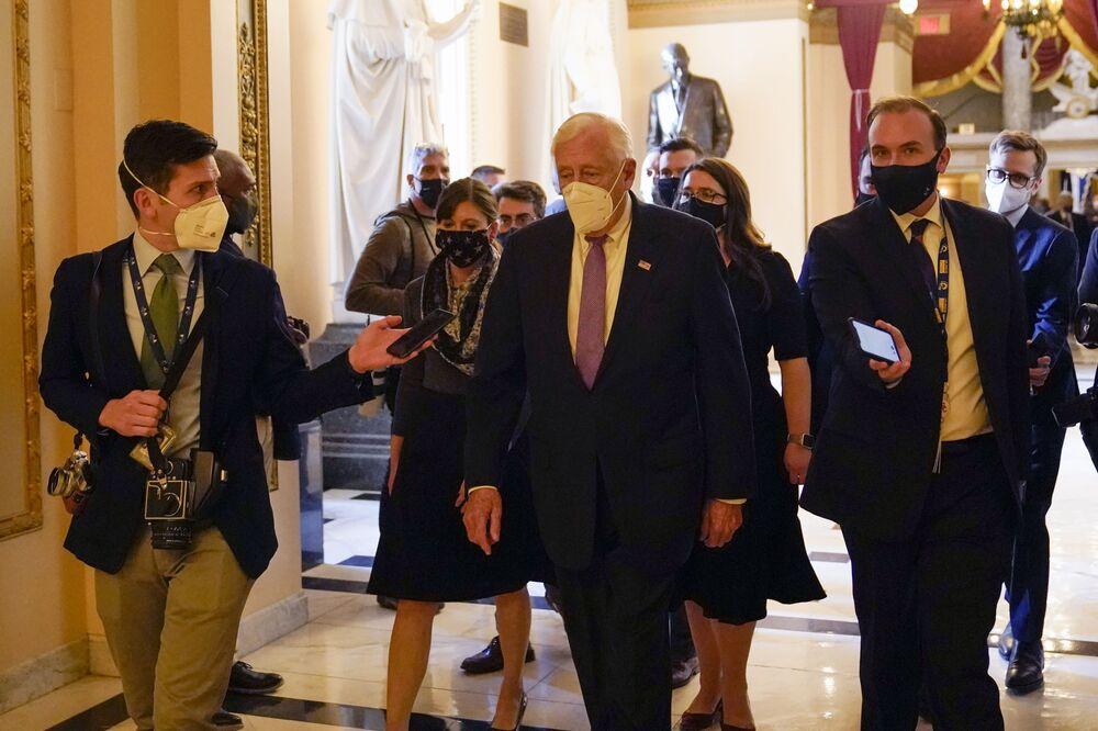 Il leader della maggioranza della Camera Steny Hoyer a Capitol Hill a Washington, mercoledì 13 gennaio, 2021
