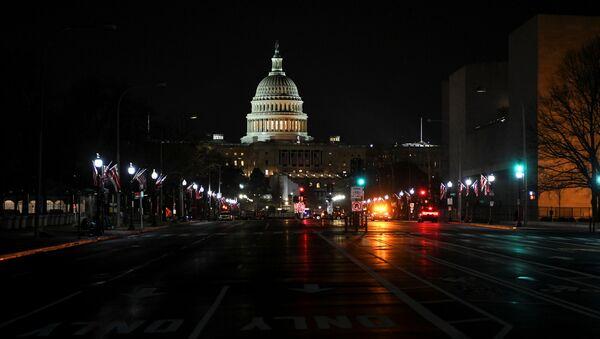 Дорога к зданию Капитолия в городе Вашингтон  - Sputnik Italia