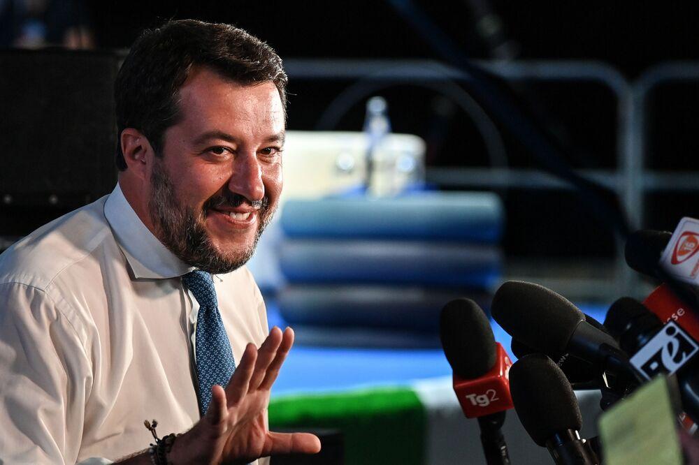 Di fronte all'ipotesi di un Conte ter, Matteo Salvini 'convoca' un vertice di centrodestra per domani pomeriggio, dopo la salita al Colle del premier.