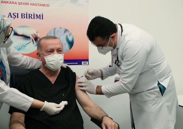 Erdogan si è vaccinato