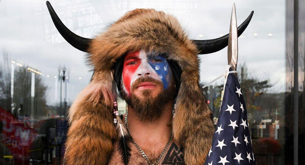 Usa: lo 'sciamano' Jake Angeli chiede la grazia a Trump ROMA
