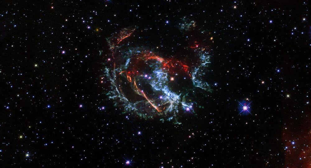 Immagine della supernova 1E 0102.2-7219 ripresa dal telescopio spaziale Hubble
