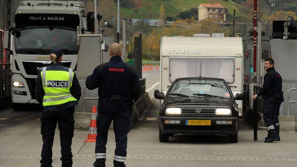 Controlli alla frontiera tra Francia e Spagna - Sputnik Italia