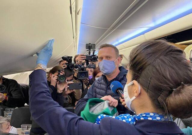 Alexey Navalny a bordo del volo che lo ha riportato in Russia