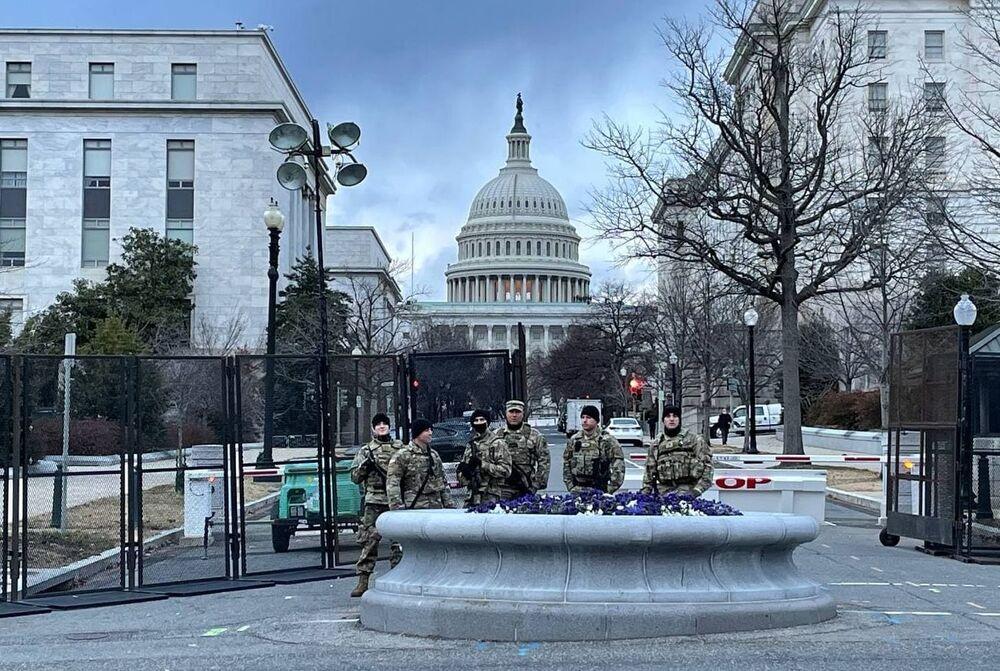 Militari della Guardia Nazionale vicino al Campidoglio a Washington, USA