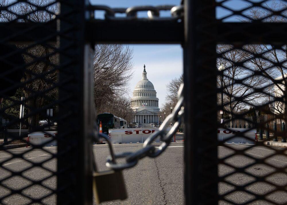 Una recinzione metallica in una delle strade vicino al Campidoglio a Washington, USA