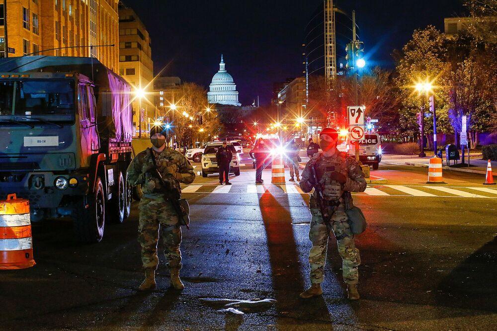 I militari della Guardia Nazionale vicino al Campidoglio negli Stati Uniti