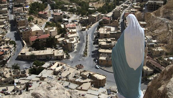 In this photo taken on Sunday, Oct. 18, 2015, a statue of the Virgin Mary overlooks the village of Maaloula, north of Damascus, Syria - Sputnik Italia