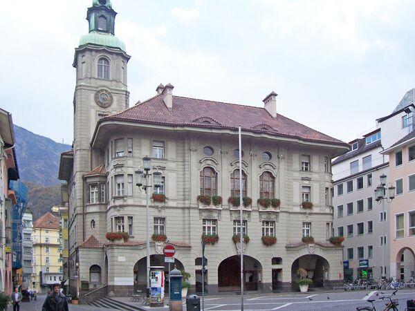 Bolzano è il capoluogo dell'omonima provincia autonoma italiana del Trentino-Alto Adige ed è situata in una valle al centro di colline ricche di vigneti - Sputnik Italia