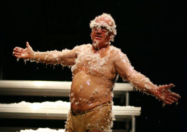 El bufón Leo Bassi, durante la representación de su obra '¡Pandemia! El acojonavirus'
