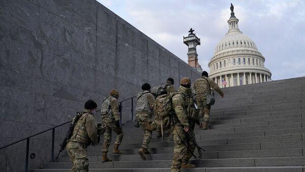 National Guard members take a staircase toward the U.S. Capitol building before a rehearsal for President-elect Joe Biden's Presidential Inauguration in Washington, Monday, Jan. 18, 2021 - Sputnik Italia