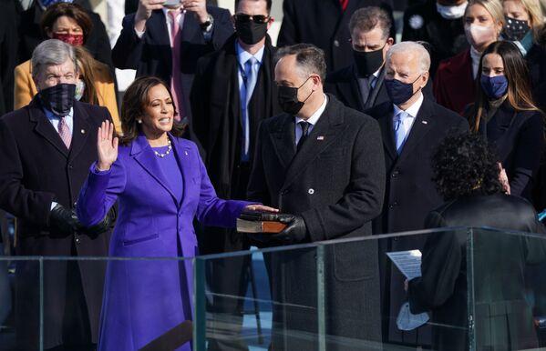Kamala Harris ha prestato giuramento come Vice Presidente degli Stati Uniti, il 20 gennaio 2021  - Sputnik Italia