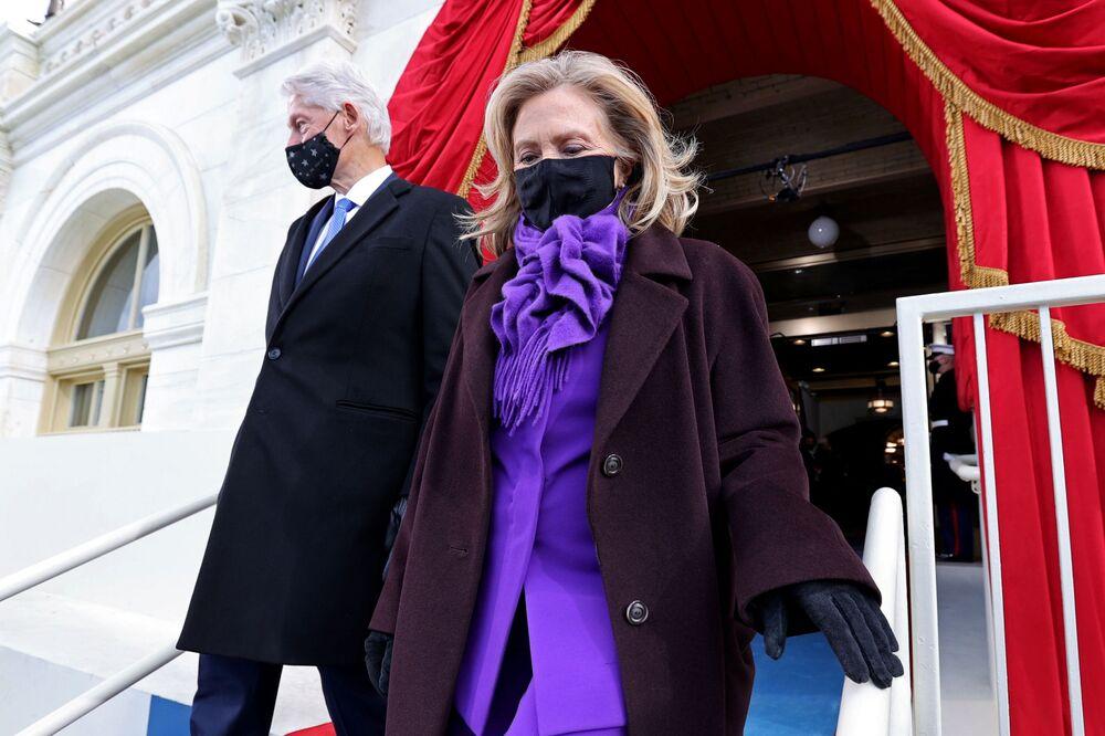 L'ex presidente degli Stati Uniti Bill Clinton e sua moglie Hillary arrivano alla cerimonia di inaugurazione di Joe Biden