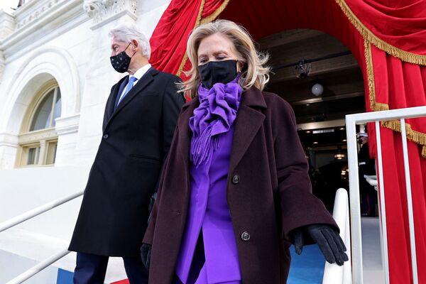 L'ex presidente degli Stati Uniti Bill Clinton e sua moglie Hillary arrivano alla cerimonia di inaugurazione di Joe Biden - Sputnik Italia