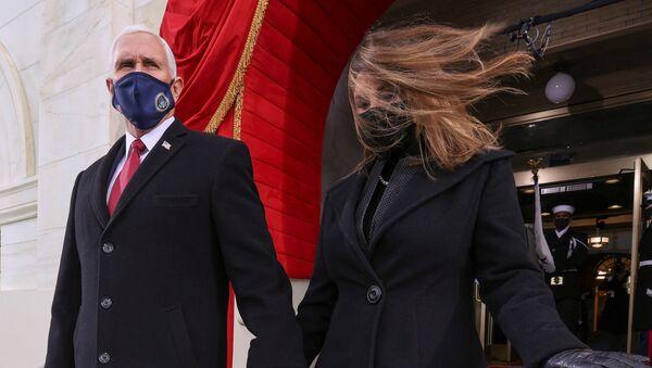 Mike Pence e la moglie Karen all'inaugurazione di Joe Biden - Sputnik Italia