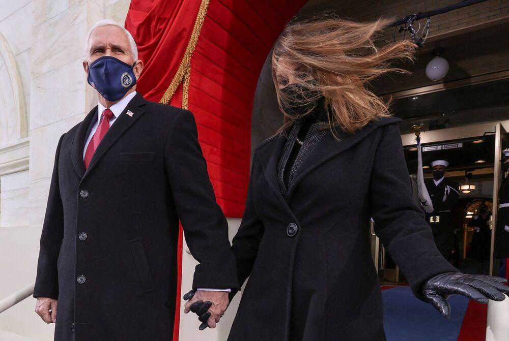 Il vicepresidente degli Stati Uniti Mike Pence e sua moglie Karen arrivano all'inaugurazione di Joe Biden