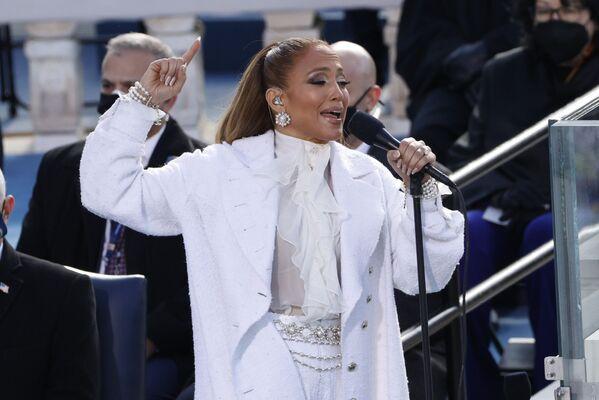 Jennifer Lopez si esibisce all'inaugurazione di Joe Biden, il 20 gennaio 2021 - Sputnik Italia