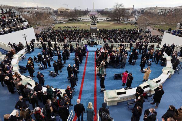 Joe e Jill Biden arrivano per la cerimonia di inaugurazione - Sputnik Italia