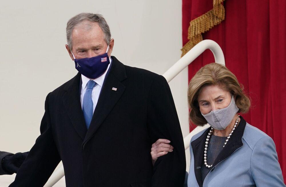 L'ex presidente degli Stati Uniti George W. Bush e sua moglie Laura arrivano alla cerimonia di inaugurazione di Joe Biden