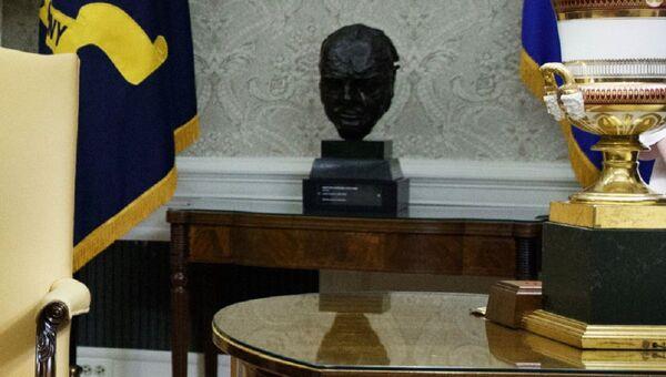 Busto di Winston Churchill nell'Ufficio Ovale - Sputnik Italia