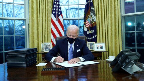 Joe Biden firma i primi decreti, gennaio 20 del 2021 - Sputnik Italia