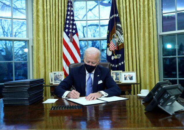 Joe Biden firma i primi decreti, gennaio 20 del 2021