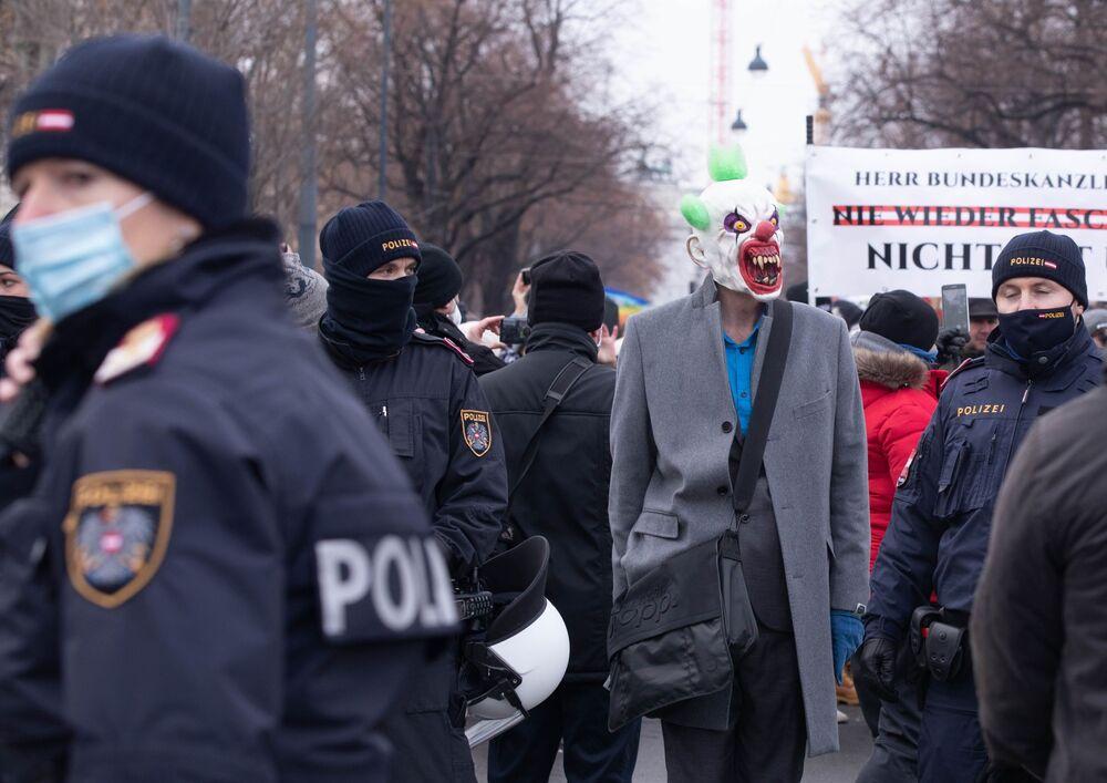 Manifestazione contro le misure anti-coronavirus in Austria