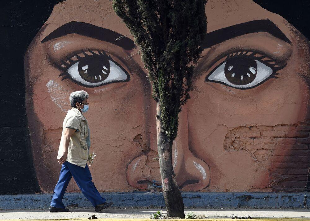 Una donna a Città del Messico