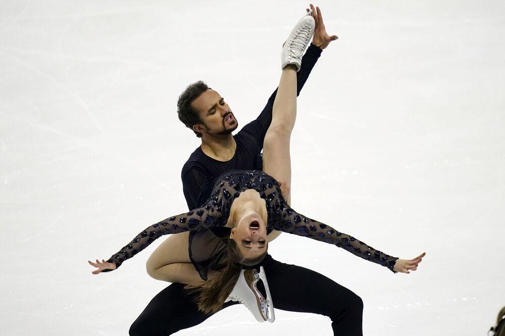 I pattinatori americani Molly Cesanek e Yehor Yehorov si esibiscono ai Campionati statunitensi di pattinaggio di figura a Las Vegas
