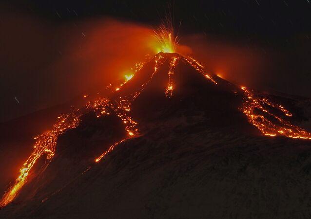 Eruzione dell'Etna, Italia