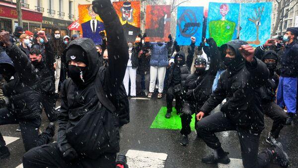 I manifestanti protestano a Parigi contro la legge sulla sicurezza globale  - Sputnik Italia