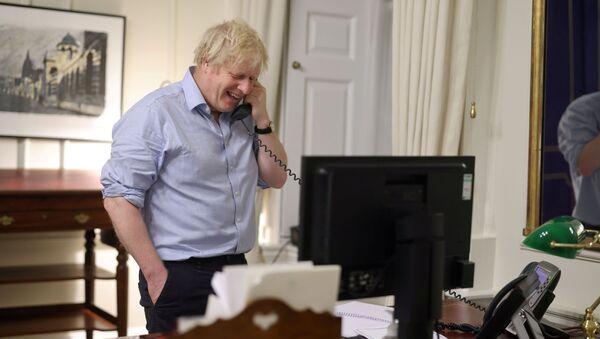 Il primo ministro britannico Boris Johnson parla al presidente degli Stati Uniti Joe Biden da Londra, Gran Bretagna, in questa immagine sui social media ottenuta il 23 gennaio 2021. - Sputnik Italia